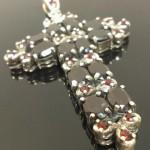 Ezüst kereszt medál,gránát kövekkel. Hossz:6.5cm 24.000ft